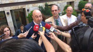 Julián Ezquerra y Carlos Castaño atienden a los medios de comunicación