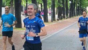 El exatleta profesional Martín Fiz participando en el Maratón Martín Fiz virtual por la COVID-19