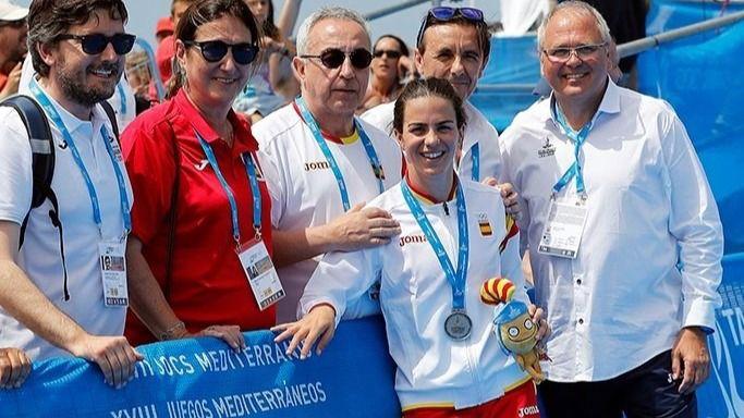 La triatleta Anna Godoy, junto al presidente del COE, Alejandro Blanco, y la presidenta de la ITU, Marisol Casado