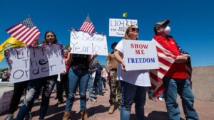 Manifestantes contra las medidas de contención contra el coronavirus en Estados Unidos