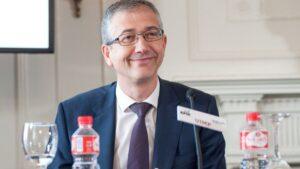 Pablo Hernández de Cos, gobernador del Banco de España, durante su intervención en la jornada de inauguración del Curso de Economía organizado por APIE en la UIMP