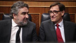 El ministro de Cultura y Deporte, José Manuel Rodríguez Uribes, y el Ministro de Sanidad, Salvador Illa, durante la sesión plenaria en el Congreso
