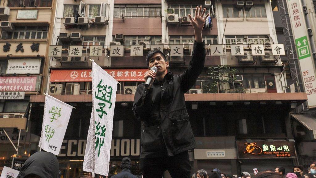 Un manifestantes hongkonés prodemocracia durante las protestas de la semana pasada