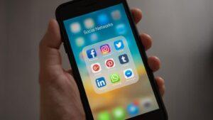 Móvil con redes sociales