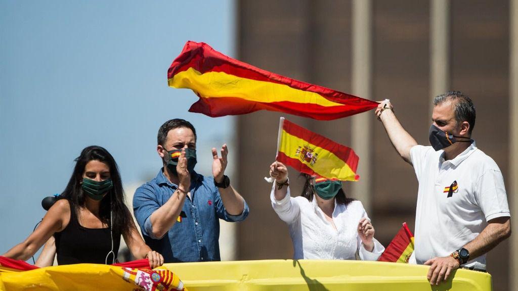 Los dirigentes de Vox Rocío Monasterio, Santiago Abascal, Macarena Olona y Javier Ortega Smith durante la manifestación en Madrid para pedir la dimisión del Gobierno de Pedro Sánchez por su gestión durante la pandemia del Covid-19