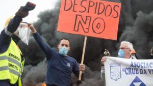 Un participante de la manifestación del comité de empresa de Alcoa