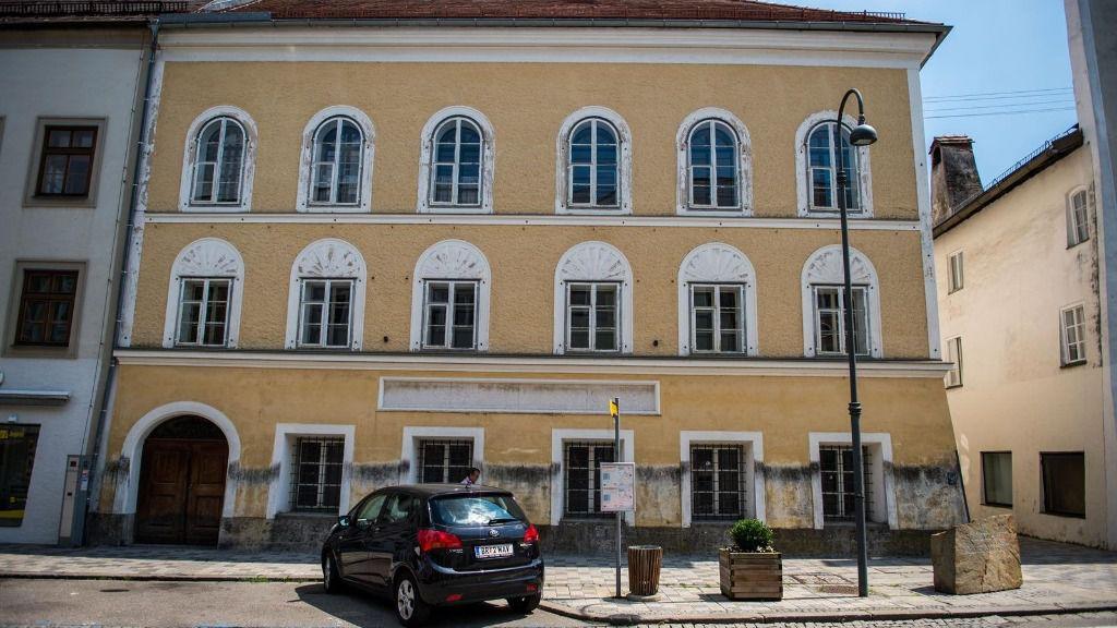 La facha de la casa austriaca en la que nació Adolf Hitler