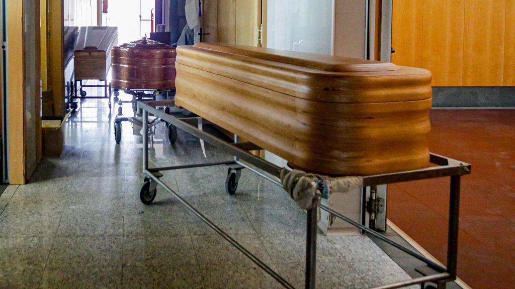 Bomberos y la UME intervienen en una residencia de Leganés con 10 fallecidos y 60 contagiados
