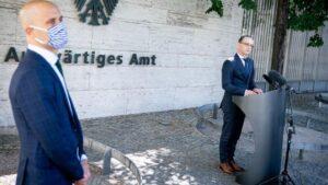 Heiko Maas en una rueda de prensa ante la sede del Ministerio de Asuntos Exteriores alemán alemania coronavirus