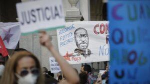 Concentración contra el racismo y en memoria de George Floyd frente a la Embajada de EEUU en Madrid