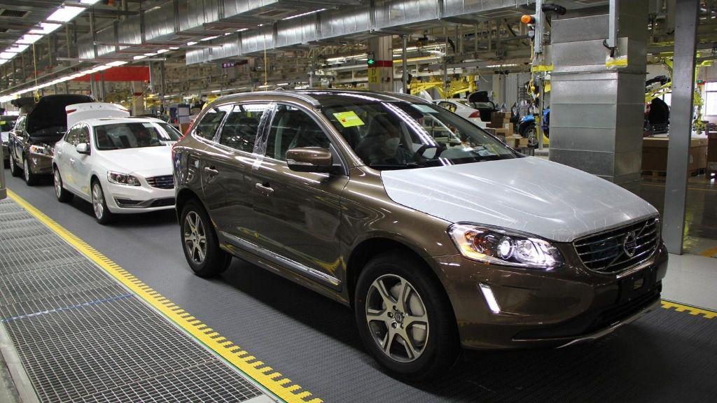 Producción en cadena del vehículo Volvo XC60 en Chengdu (China).