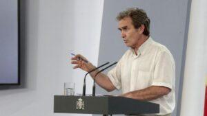 El director del Centro de Coordinación de Alertas y Emergencias Sanitarias (CCAES), el doctor Fernando Simón, en rueda de prensa en Moncloa