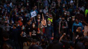 La marcha nocturna de los trabajadores de Nissan en Barcelona contra el cierre de las plantas en Catalunya