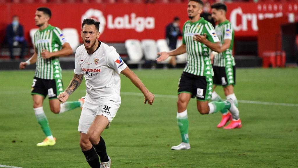 Lucas Ocampos celebra el primer gol en el derbi Sevilla