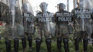 Fuerzas de seguridad estadounidenses en el Parque Lafayette, en las afueras de la Casa Blanca