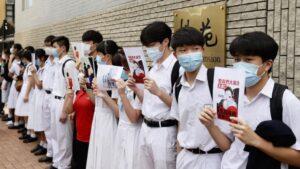 Cadena humana de estudiantes en Hong Kong