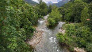 Río Sella a su paso por Cangas de Onís, vista del Puente Romano
