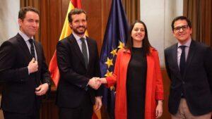 Reunión en el Congreso entre el presidente del PP, Pablo Casado, y la portavoz parlamentaria de Ciudadanos, Inés Arrimadas