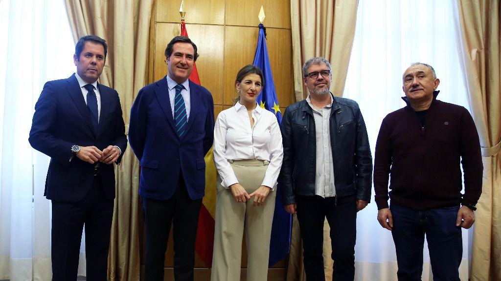 Yolanda Díaz, Unai Sordo, Pepe Álvarez, Antonio Garamendi y Gerardo Cuerva
