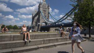 Ciudadanos pasean por Londres reino unido coronavirus