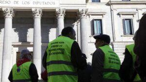 La Coordinadora de Pensionistas de Madrid se concentra ante el Congreso