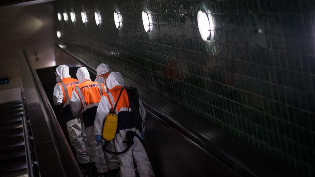 Desinfección en el metro de Lisboa coronavirus