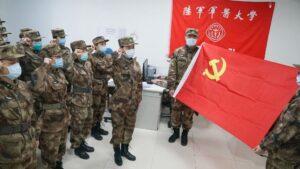 Médicos militares juran antes de ir a Wuhan (China) en la lucha contra la epidemia del coronavirus, en China