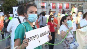 Concentración de 'Sanitarios Necesarios' en la Puerta del Sol de Madrid