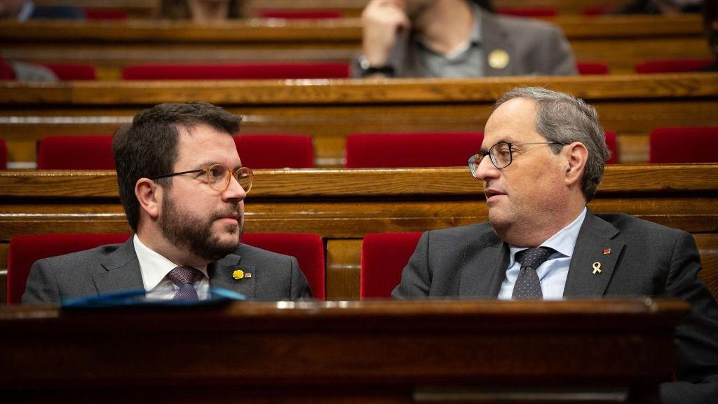 El vicepresidente de la Generalitat, Pere Aragonès, y el presidente de la Generalitat, Quim Torra, durante una sesión plenaria del Parlament