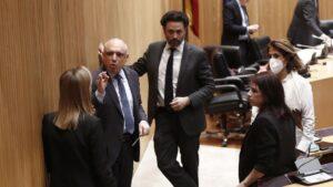 La portavoz socialista, Adriana Lastra junto al diputado del PSOE Rafael Simancas y la vicepresidenta segunda de la cámara, Ana Pastor, en la primera sesión de la Comisión para la Reconstrucción
