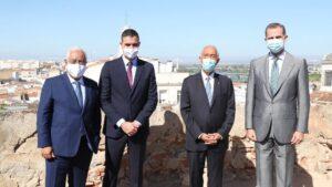 El Rey, el Presidente de Portugal y los Jefes de Gobierno de España y Portugal, en Badajoz. Acto de reapertura de la frontera entre ambos países.
