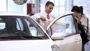 Imagen de un concesionario de vehículos.