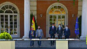 El Secretario General de UGT, Pepe Álvarez, firma el Pacto por la Reactivación Económica y el Empleo
