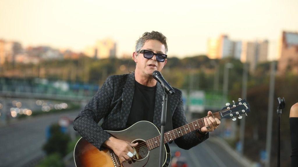su concierto sorpresa en el puente de la M-30 que conecta Moratalaz con el barrio de La Estrella