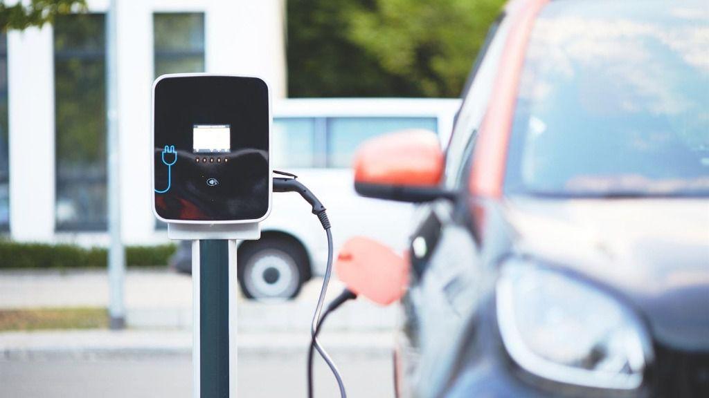 Punto de recarga de un coche eléctrico