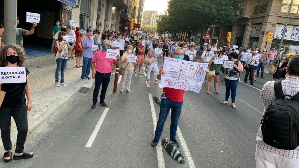 Concentración contra el confinamiento en Lleida