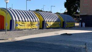 Área sanitaria móvil instalada junto al Hospital Universitario Arnau de Vilanova de Lleida
