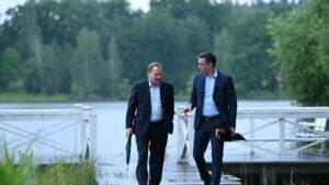 El presidente del Gobierno, Pedro Sánchez, junto con el primer ministro sueco, Stefan Löfven