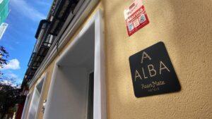 Entrada al hotel Room Mate Alba, en la calle de las Huertas de Madrid, uno de los dos hoteles donde serán trasladadas personas mayores de residencias que no estén afectados por coronavirus