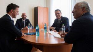El presidente del Gobierno, Pedro Sánchez, junto al presidente del Consejo Europeo, Charles Michel, el primer ministro portugués, António Costa, y el primer ministro holandés, Mark Rutte