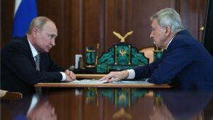 Putin habla con el responsable de un centro de investigación científica