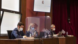 Las acusaciones en el juicio en el Tribunal Superior de Justicia de Catalunya (TSJC) contra exmiembros de la Mesa del Parlament: (D-I)Pedro Ariche (Fiscalía), Beatríz Vizcaíno (Abogacía del Estado) y Juan Cremades (Vox)