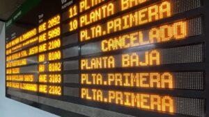 Panel de información de salidas de los trenes en la estación de Atocha, coincidiendo con la cancelación de 271 trenes de Renfe, en plena operación salida de Navidad con motivo de la huelga de CGT, en Madrid (España), a 20 de diciembre de 2019
