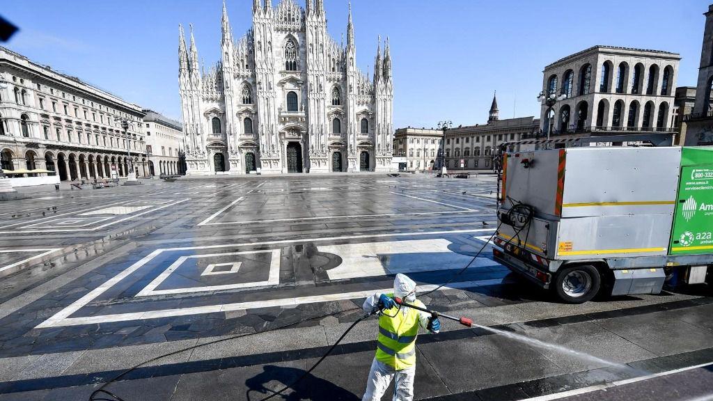 Plaza del Duomo de Milán coronavirus italia