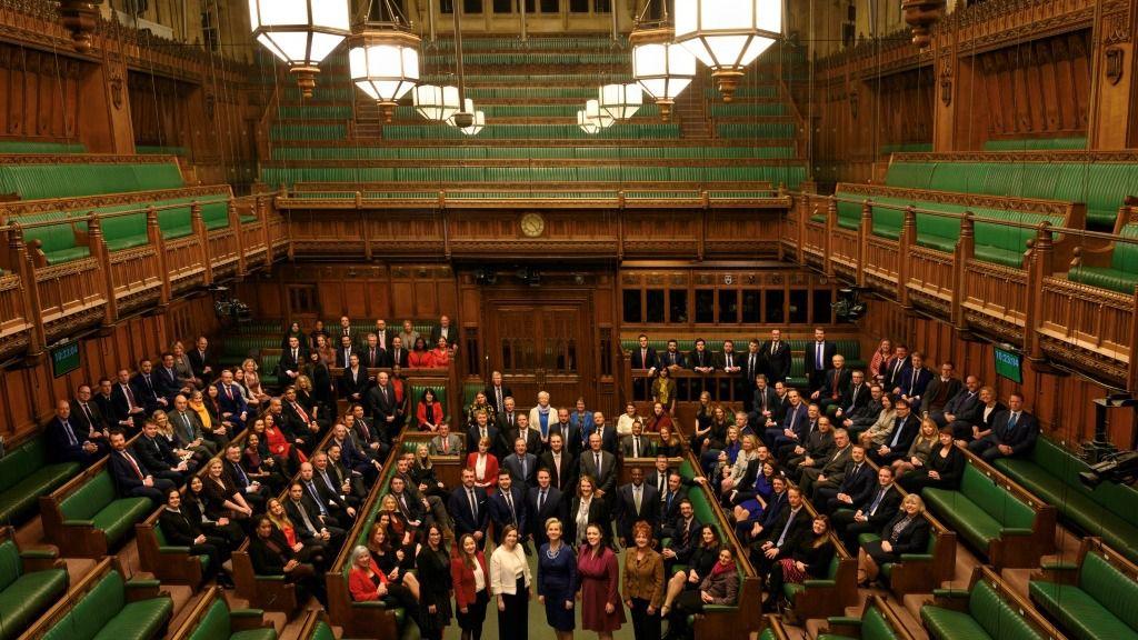 Los nuevos diputados británicos, fotografiados en la Cámara de los Comunes, en Londres, el 18 de diciembre de 2019