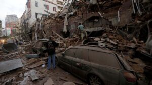 Escombros tras las explosiones en el puerto de Beirut