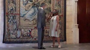 El rey Felipe VI junto a la presidenta del Govern, Francina Armengol.