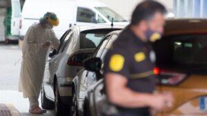 Pruebas de COVID-19 desde el coche en las inmediaciones de Burela, Lugo