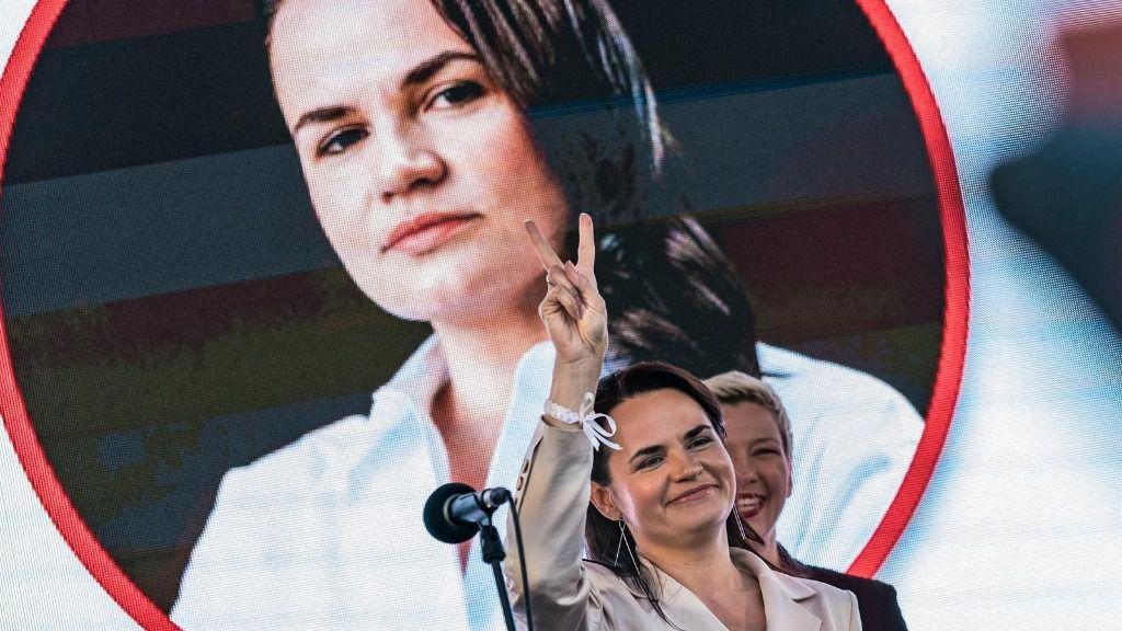 La candidata opositora bielorrusa Svetlana Tijanovskaya durante un acto de campaña