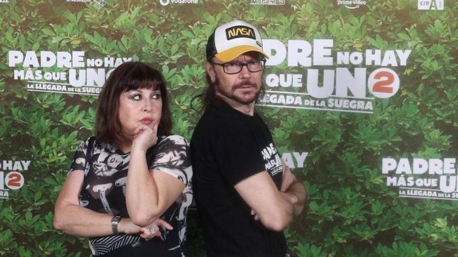 Los actores Loles León y Santiago Segura durante el photocall de la película 'Padre no hay más que uno 2'